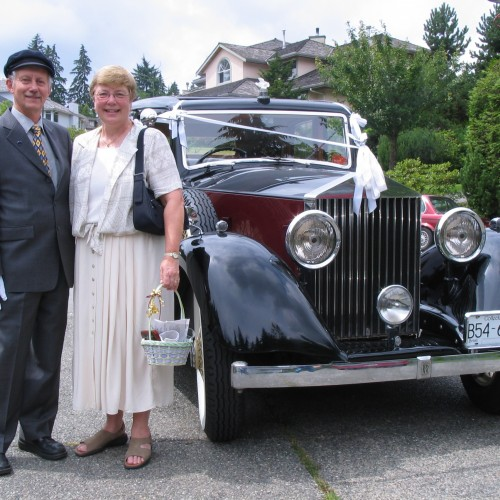 vintage-wedding-car-a-stylish-arrival