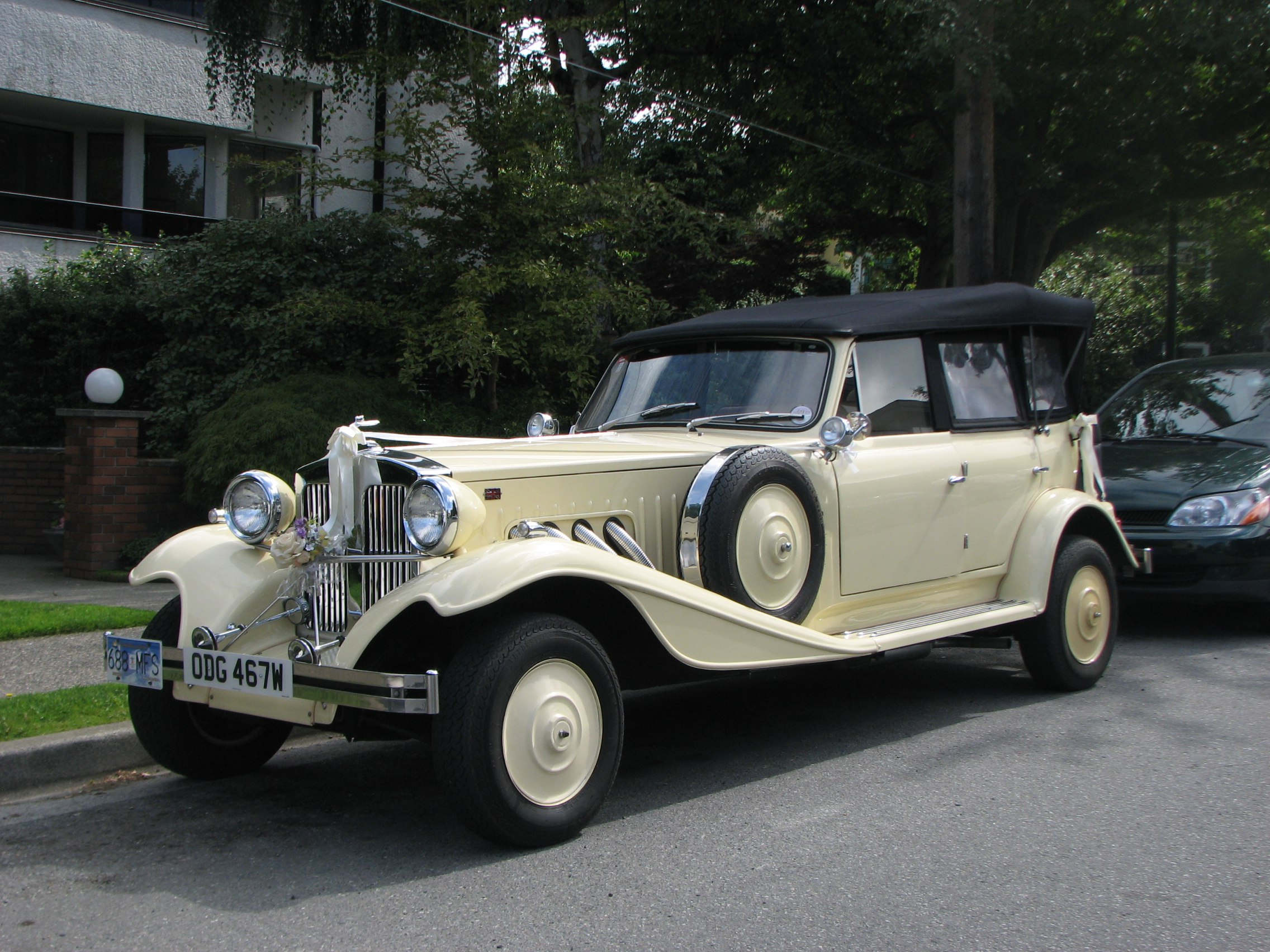 1930-beauford-convertable-vintage-wedding-cars-vancouver