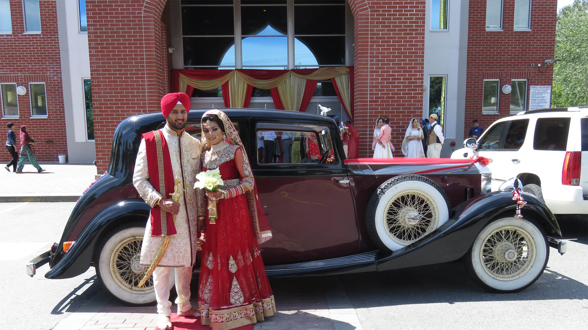 vintage-wedding-cars-indian-wedding-bride-groom1