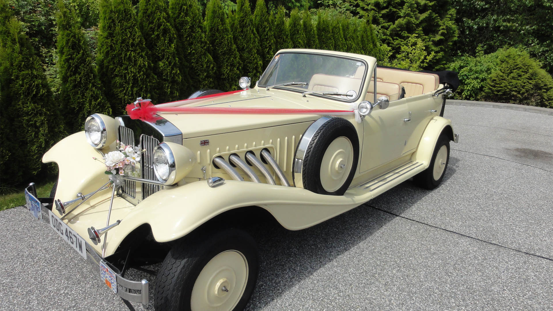 1930-beauford-vintage-classic-wedding-car-vancouver