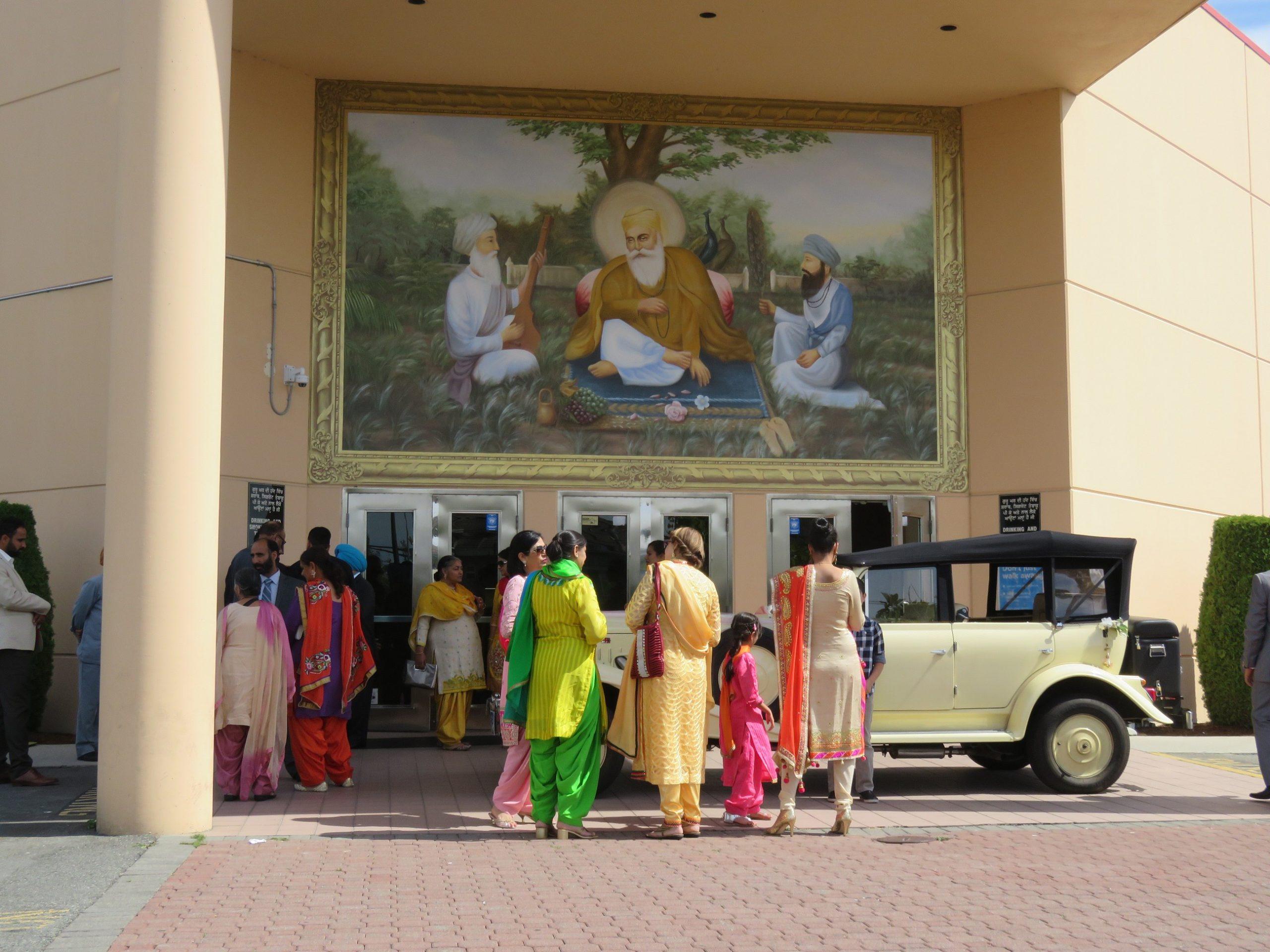 vintage-wedding-car-rentals-vancouver-indian-wedding