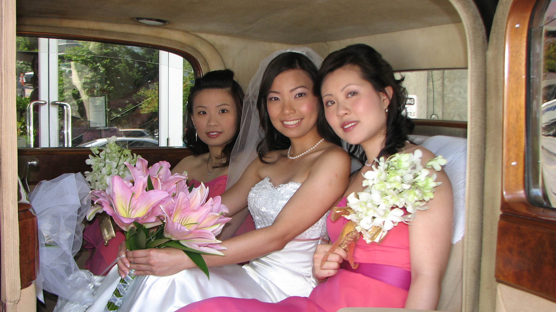 vintage-wedding-car-rental-vancouver-bride-2